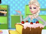 Elsa Çilekli Pasta Yapıyor
